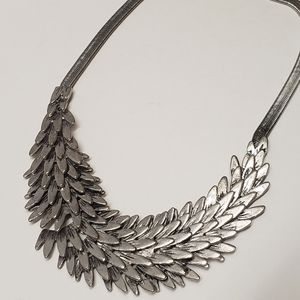 Jewelry - Unique Feather Style Statement Necklace